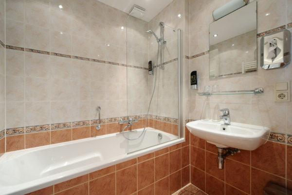 2-persoonskamer-bad-badkamer-1