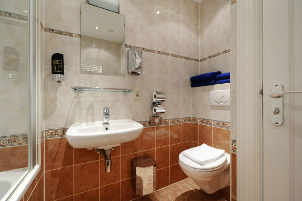 2-persoonskamer-bad-badkamer-2