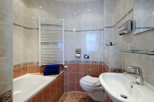 2-persoonskamer-bad-badkamer