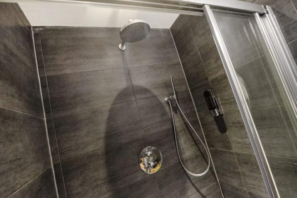 6-persoonskamer-badkamer-1
