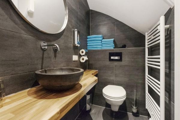 6-persoonskamer-badkamer-2